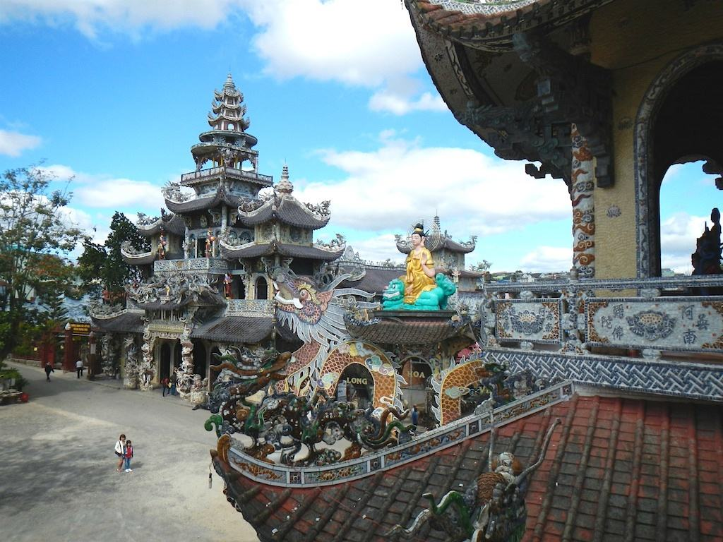 Linh Phuoc Pagoda - Monks, Artists & 12,000 Bottles of Beer! - The